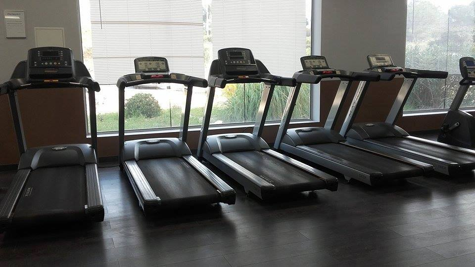 apple fitness club la fare les oliviers salles de. Black Bedroom Furniture Sets. Home Design Ideas