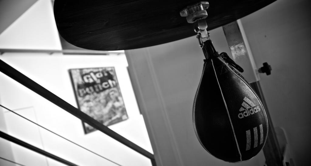 sweat boxing paris salles de. Black Bedroom Furniture Sets. Home Design Ideas